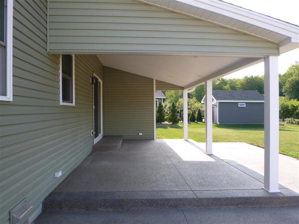 backyard patio roofing pillars concrete